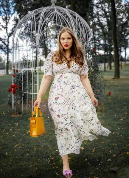 """Plus size модель Анна Кальдрова: """"любая красота достойна уважения"""""""