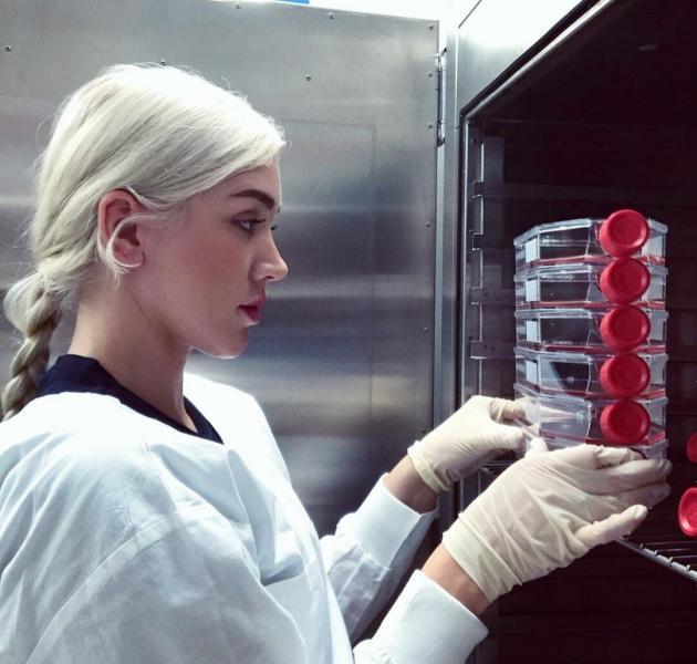 Как выглядят молодые девушки-вирусологи по всему миру. Фотоподборка из Инстаграм.