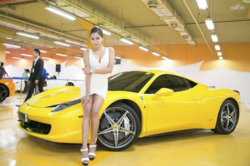 10 красивейших азиаток, работающих королевами трассы