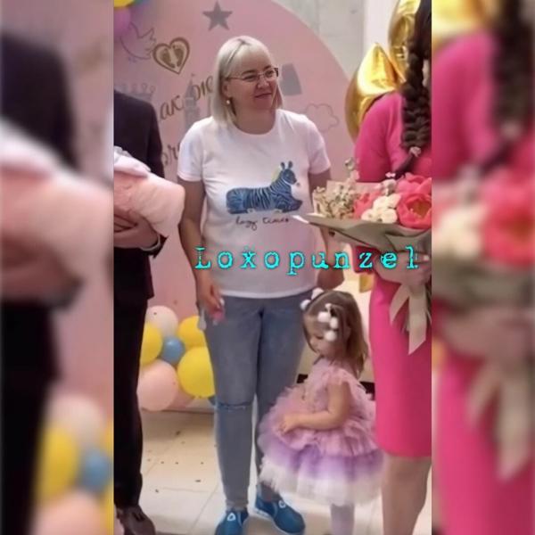 В сети обсуждают «прикид» Татьяны Владимировны Рапунцель на выписке внучки и своем дне рождения