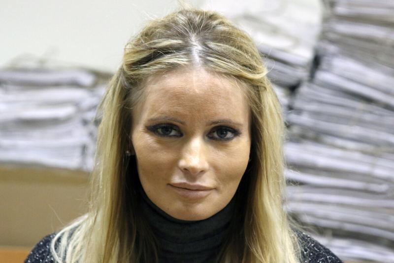 Алена Кравец приютила отца, брошенного Даной Борисовой