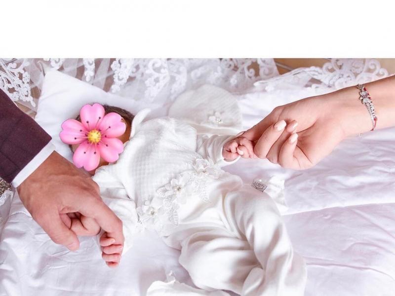 Черно не волнует вес ребенка. Рапунцель решилась отдать на время старшую дочку свекрови. Белую раскритиковали за пластику
