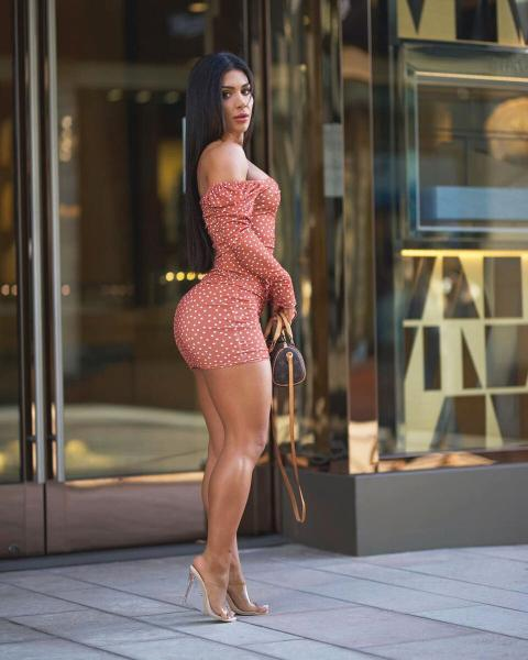 Дениз Сайпинар – турецкая спортсменка и фитнес-модель, занимавшая 2-е место 17 раз
