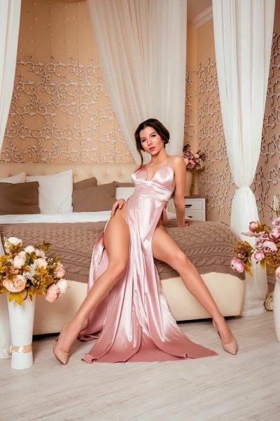 Девушка из Самары выложила прайс, мужчина должен тратить на неё 70 тыс в месяц. Сколько стоит женская красота?