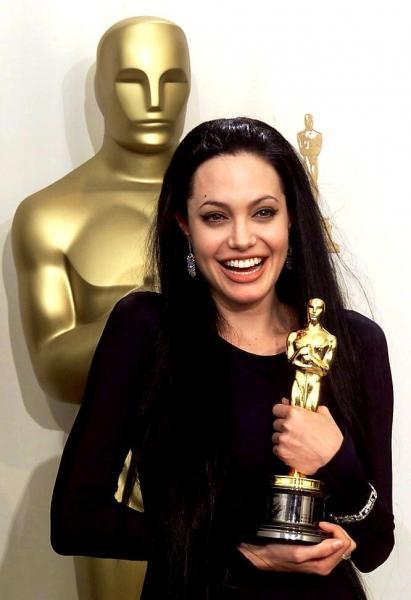 """Как выглядела Анджелина Джоли на первой в своей жизни церемонии """"Оскар"""""""