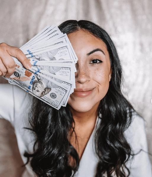 """Осталась без денег и друзей: до чего может довести желание выглядеть """"богачкой"""" в инстаграме"""