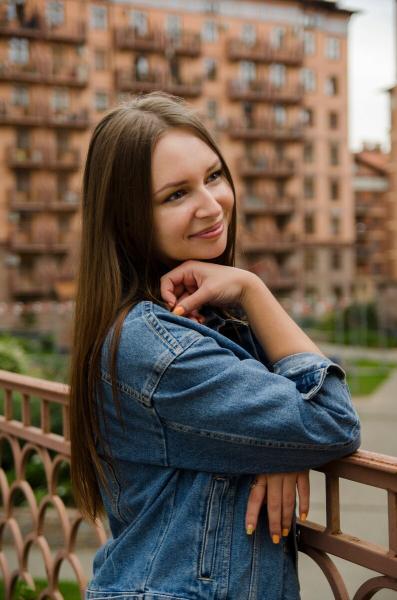 Фотосессия очаровательной девушки с красивой фигурой