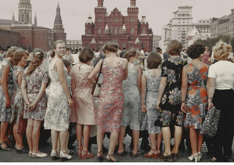 Как выглядели девушки в СССР и как выглядят в России сейчас? Сравниваю по фото