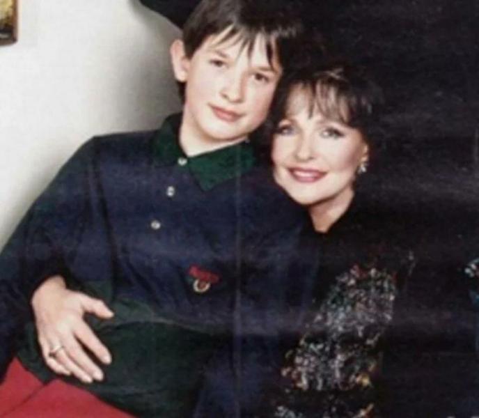 Актриса Наталья Фатеева оставила внука в детском доме 35 лет назад. Рассказываю, что с ним сейчас