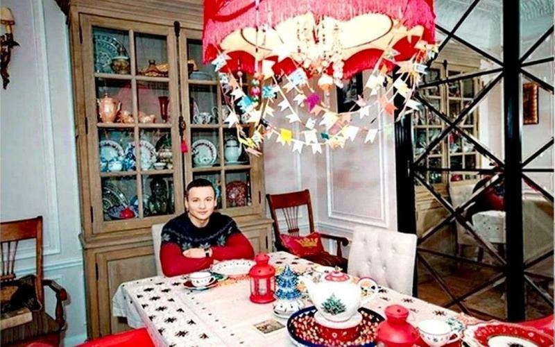 Дом телеведущего Александра Олешко. С кем и как он живёт в свои 44 года