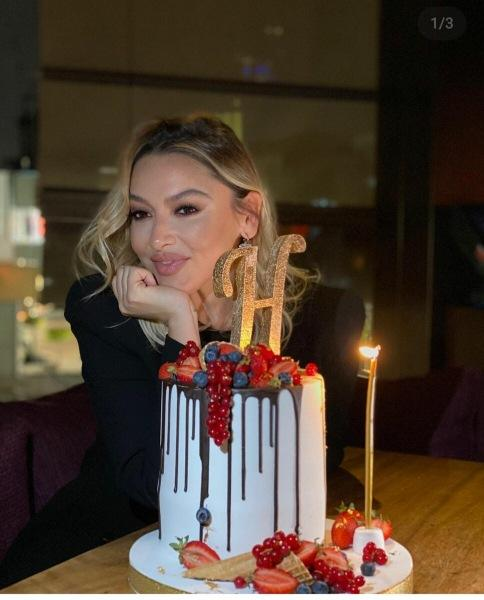Instagram турецких звёзд: день рождения, новые обложки и выход в маске