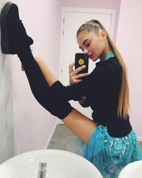 Топ 10 фотографий Александры Солдатовой, демонстрирующих ее гибкость, грацию и красоту.