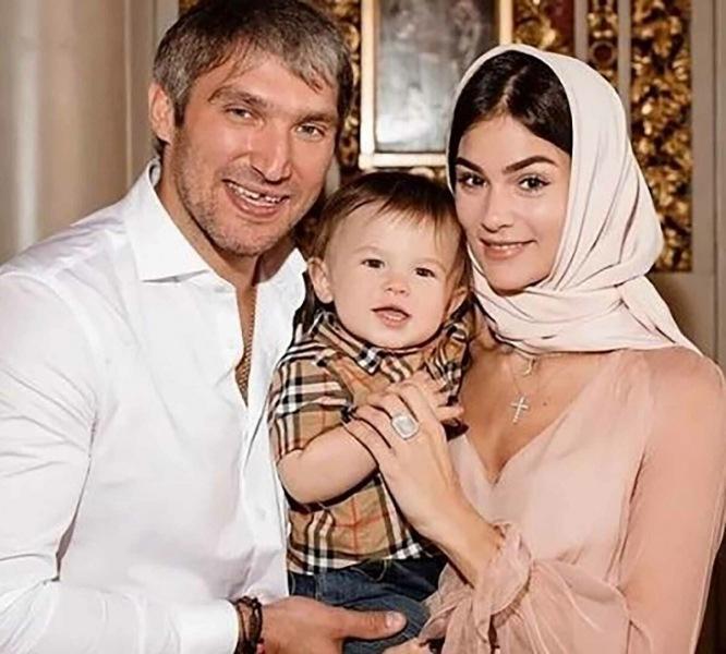Как дочь Веры Глаголевой и жена Александра Овечкина стала иконой стиля и обладательницей бриллиантов