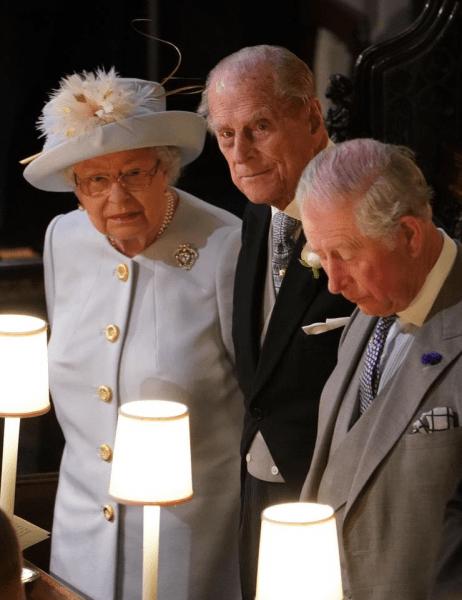 Принц Филипп недолюбливает Чарльза? Сложные отношения отца и сына. Много фото