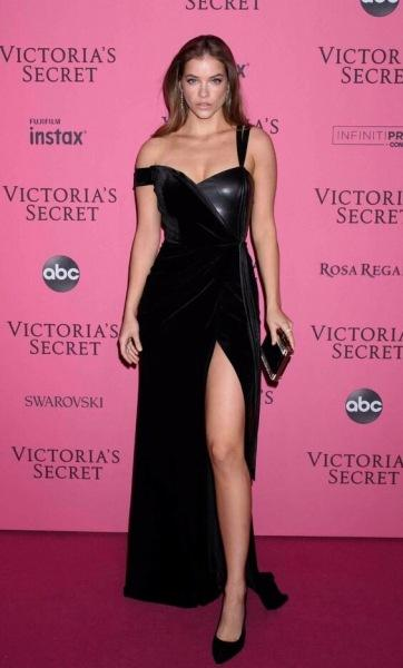 """""""Вот так выглядит современная модель плюс-сайз"""": Из-за особенностей фигуры, Victoria's Secret внесли девушку в категорию """"плюс"""""""