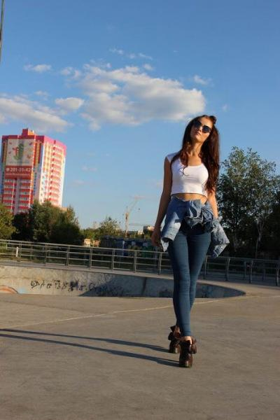 Юля. Джинсовая девушка