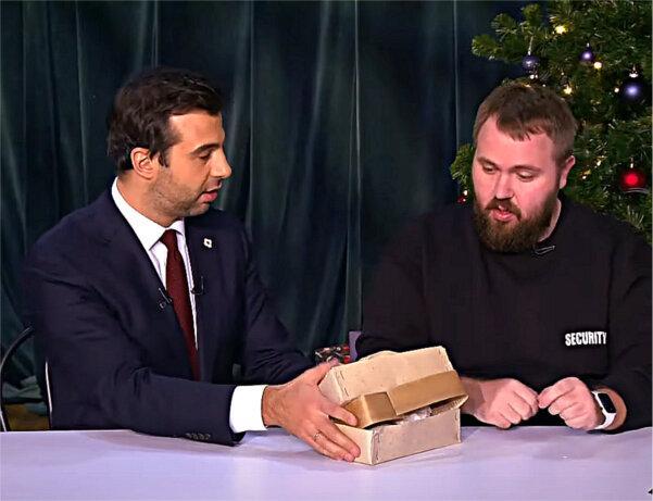 Певица Нюша в гостях шоу «Вечерний Ургант»