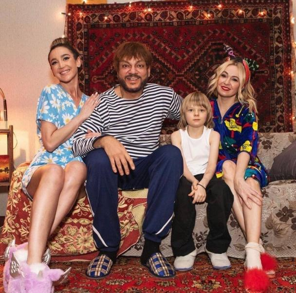 Типичная российская семья в новом клипе Ольги Бузовой