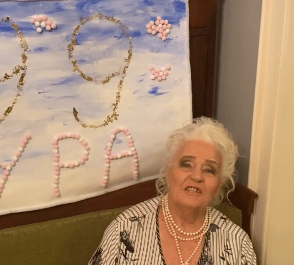 «Чтобы все так выглядели!»: 99-летняя мама Ирины Алферовой осваивает Инстаграм