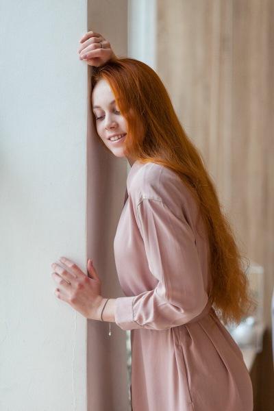 Рыжеволосая Алеся на фотосессии удивила своей растяжкой