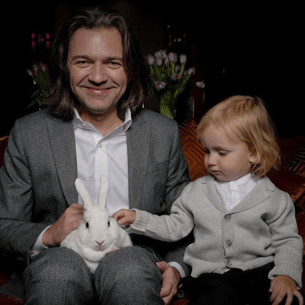 3 года назад у Дмитрия Маликова появился сын от суррогатной мамы: каким растет мальчик
