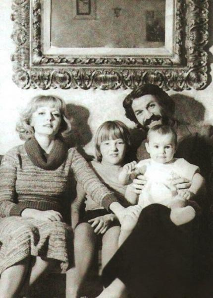 Есть ли родство между Борисом Хмельницким и Аленой Хмельницкой? Разберемся в статье