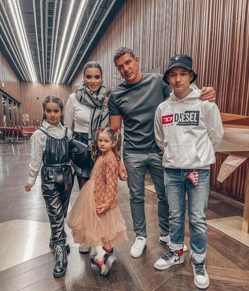 Как выглядят свекровь и свекор Ксении Бородиной – родители Курбана Омарова