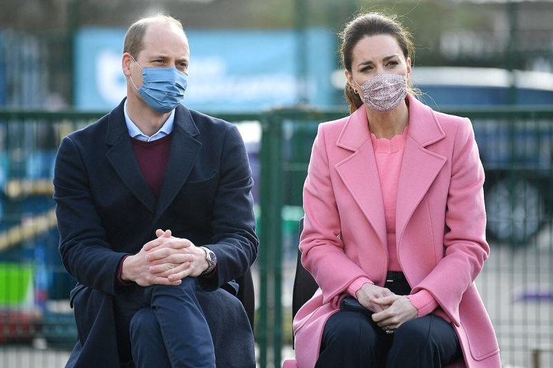 """""""Наша семья не расистcкая"""": первый совместный выход принца Уильяма и Кейт Миддлтон в 2021 и """"ответочка"""" на интервью Сассексов"""