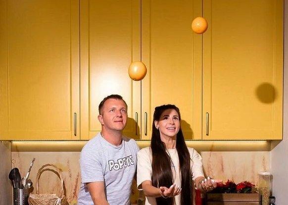 Настя Голд и Илья Яббаров поддерживают его маму в реанимации