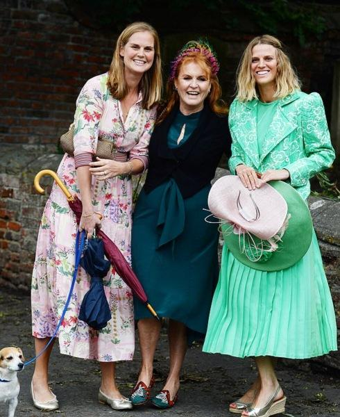 Почему Кейт Миддлтон, королевы, принцессы и другие знаменитости носят ободок?