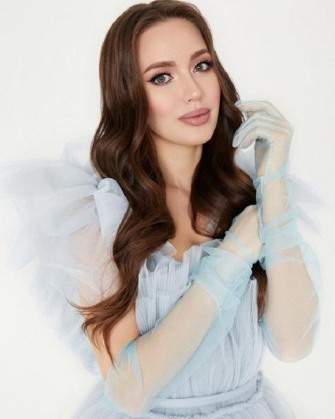 Как выглядит Анастасия Костенко вне своего инстаграма и без фотошопа