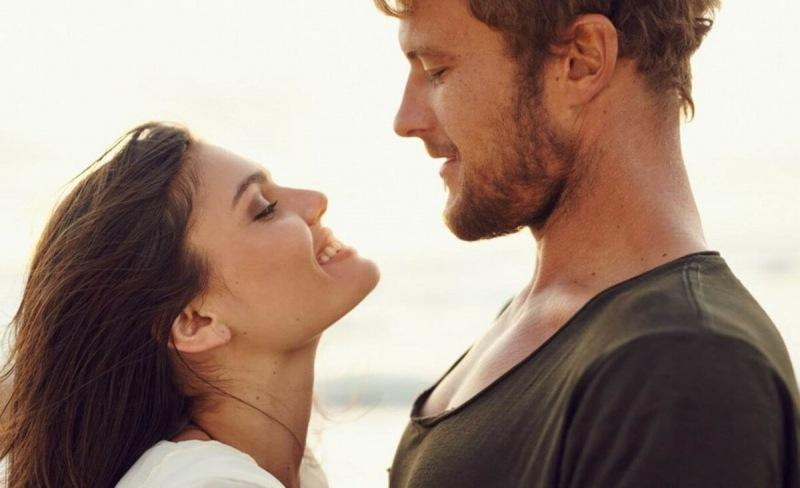 5 моментов в поведении женщины, которая любит своего мужчину, а не притворяется