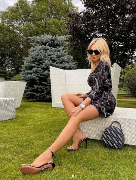 «Если ноги - твоя гордость»: Алсу, Водянова, Брежнева и другие выбрали модные мини-платья на лето
