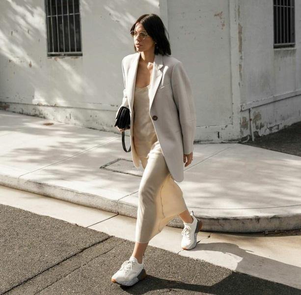 Комплекты одежды, которые одинаково хорошо смотрятся с обувью на каблуке и без него
