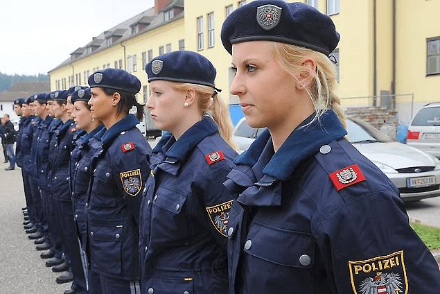 """Подборка: """"Самые красивые"""" девушки - полицейские со всего мира"""