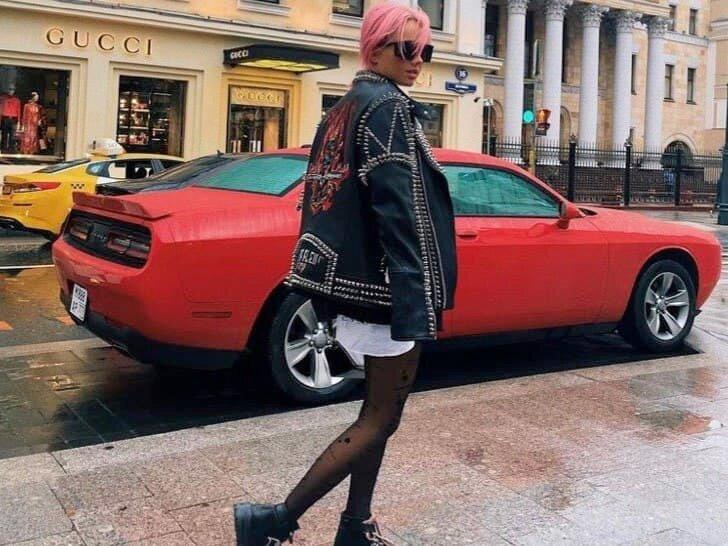 Buzzers и мода TikToker: пять модных образов для молодых художников