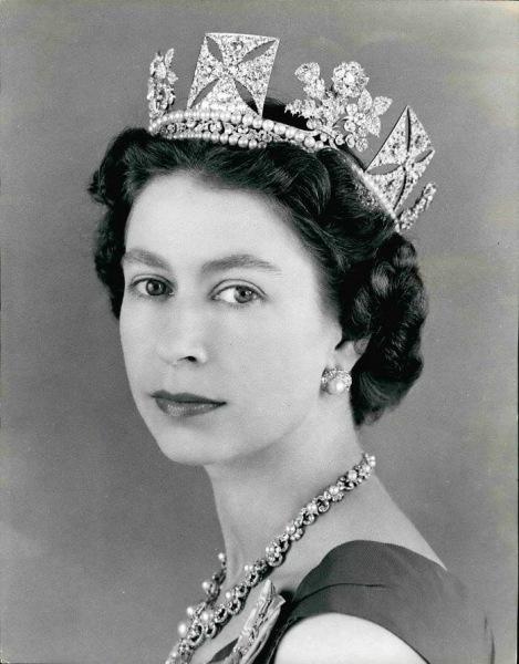 Диадемы, броши, ожерелья: любимые и самые роскошные украшения Елизаветы II
